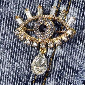 Jewelry - 🆕 Crystal Evil eye brooch pin